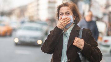 business woman wearing a mask to protect against disease